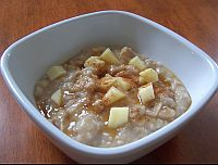 Crockpot Oatmeal with Apple and Honey