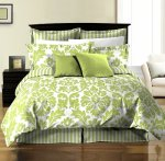 Chezmoi Collection 8-Piece Soft Microfiber Reversible White Green Leaf-Stripe Bed in a Bag Comforter with Sheet Set, King